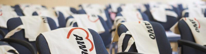 Stühle mit AWO Taschen
